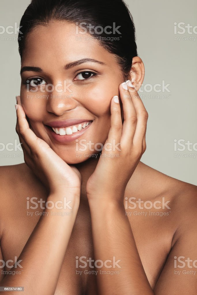 Pretty young woman with perfect healthy skin foto stock royalty-free