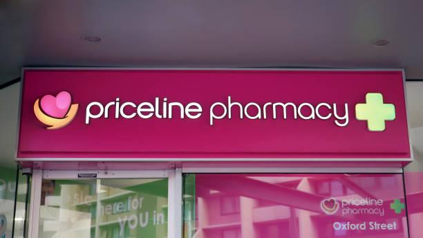 Priceline apotek skylt ovanför ingången till drug store på Oxford Street i Sydney CBD. bildbanksfoto