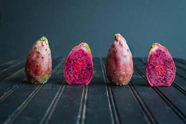 prickly pear - kaktusfrucht stock-fotos und bilder