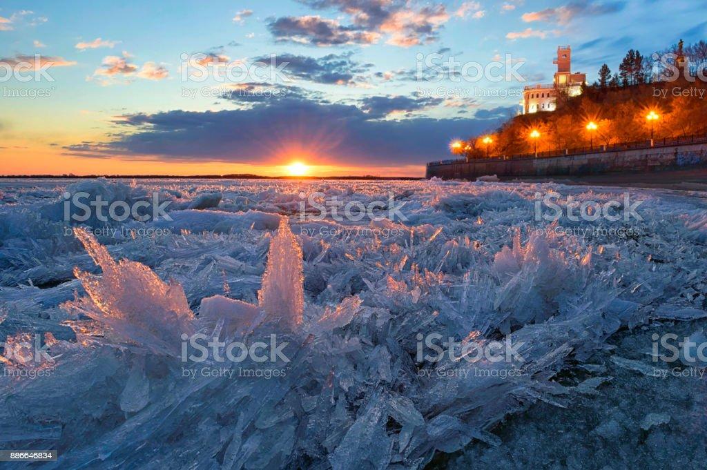Stachelige Zärtlichkeit. Eisgang auf dem Fluss Amur. Chabarowsk, Fernost, Russland. – Foto