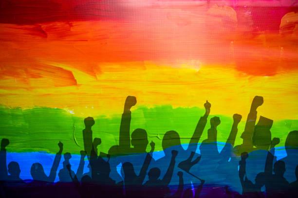 lgbtqプライドフラグ。虹色の旗。ゲイとレズビアンのプライドコンセプト。lgbtq - lgbtqi  ストックフォトと画像
