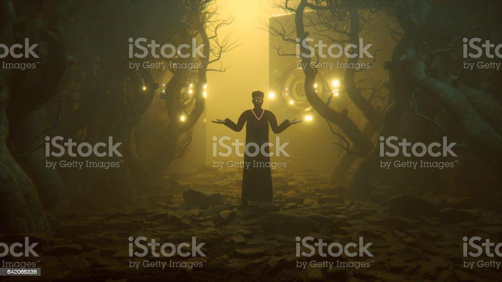 Sacerdote na floresta nevoenta. - foto de acervo