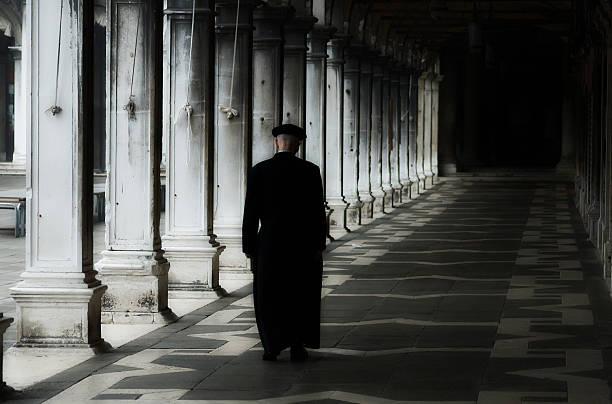padre em veneza, a praça de san marco - padre - fotografias e filmes do acervo
