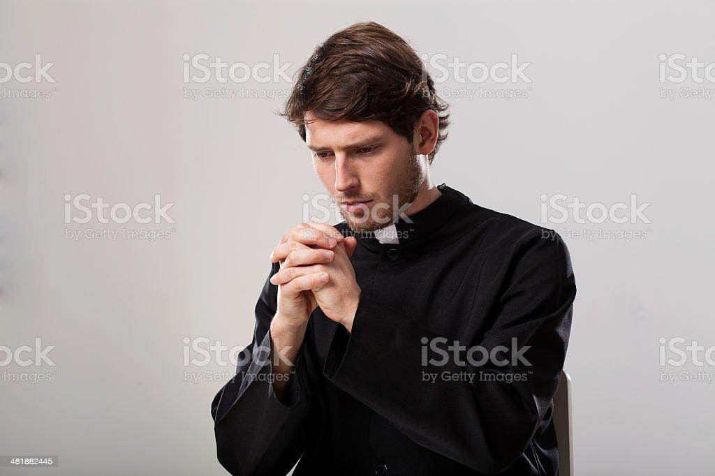 Padre está sendo - foto de acervo