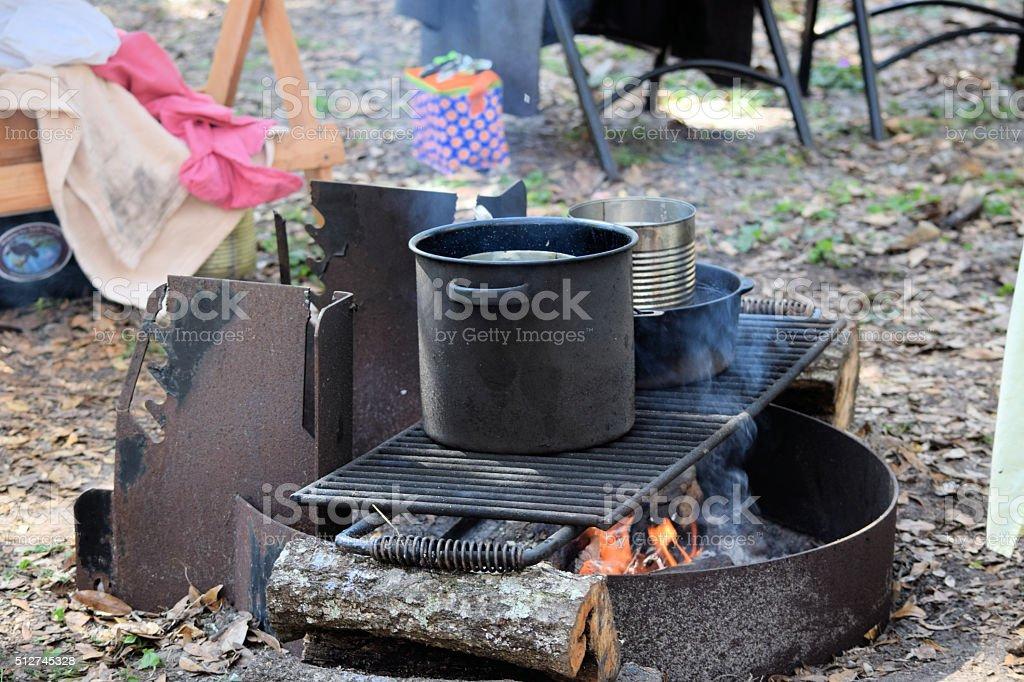 PRIMITIV Lagerfeuer Küche Lizenzfreies Stock Foto