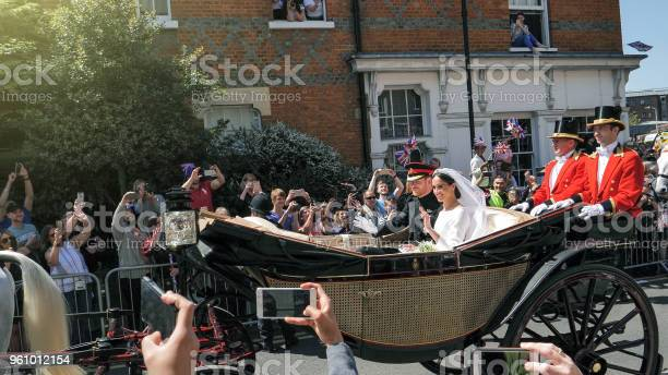 Prince Harry Duke Of Sussex And Meghan Duchess Of Sussex Leave Windsor Castle — стоковые фотографии и другие картинки 2018