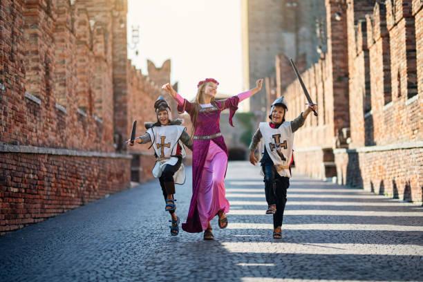 Fürsten und ihre Ritter durch Schlosshof – Foto