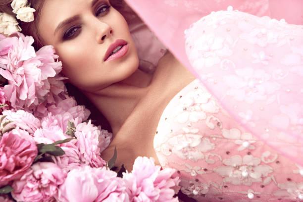 Princess beautiful young woman picture id1137894048?b=1&k=6&m=1137894048&s=612x612&w=0&h=vu6gfhusrkqwxaydrbk1ontgsyhw6a c6m 6trg5tgk=