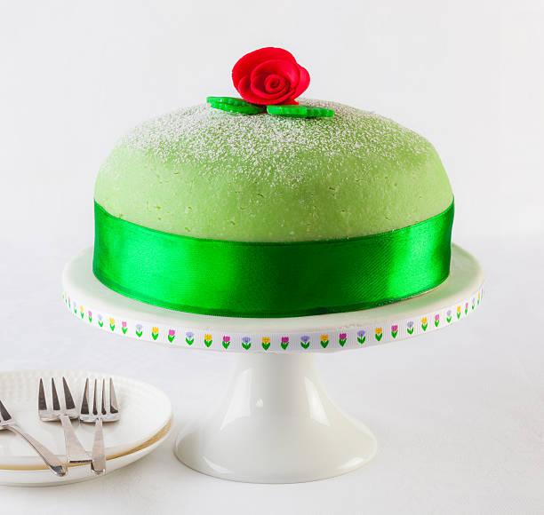 princess-kuchen - prinzessinnen torte stock-fotos und bilder