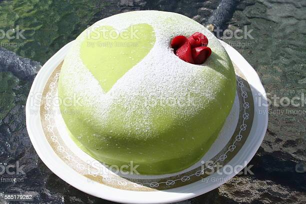 Princess gateau with green marzipan picture id585179282?b=1&k=6&m=585179282&s=612x612&h=zysmnfvntknx ry9is0jkjtia1sqkdrpfrhhkmyn1xo=