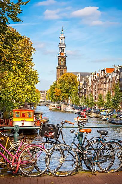 prinsengracht canal in amsterdam - westerkerk stockfoto's en -beelden