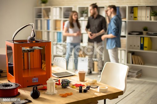 886646936 istock photo 3D Printer on Table in Modern Design Studio 886646914