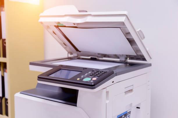 printer scanner laser kopieermachine levert in office. - kopiëren stockfoto's en -beelden