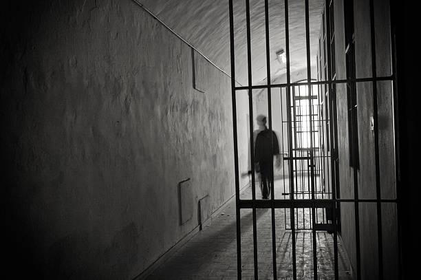 prison - prison photos et images de collection