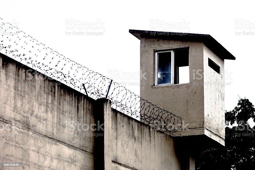 Gefängnis Wandstacheldraht Stockfoto 638194838 | iStock