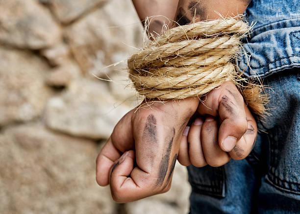 prisioneiro salto com corda - atado - fotografias e filmes do acervo