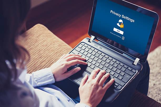 «paramètres de confidentialité» sur ordinateur portable écran plat. - Photo