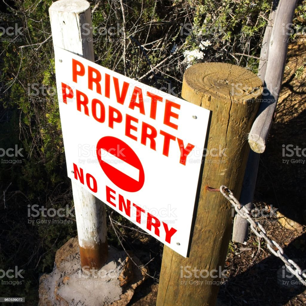 A private property(no entry) sign found in South Africa. This image can be used to represent land ownership. - Royalty-free Chain - Object Stock Photo