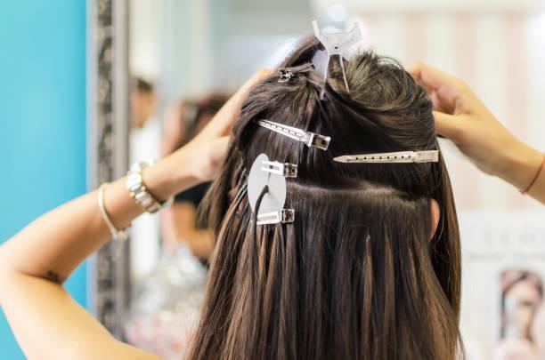 problem mit haaren - haarverlängerung stock-fotos und bilder