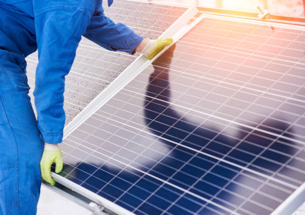 Process of installation solar batteries in winter Process of installation solar batteries in winter. Worker in blue uniform and gloves. Close-up solar panels photos stock pictures, royalty-free photos & images