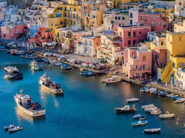 procida, italia - procida foto e immagini stock