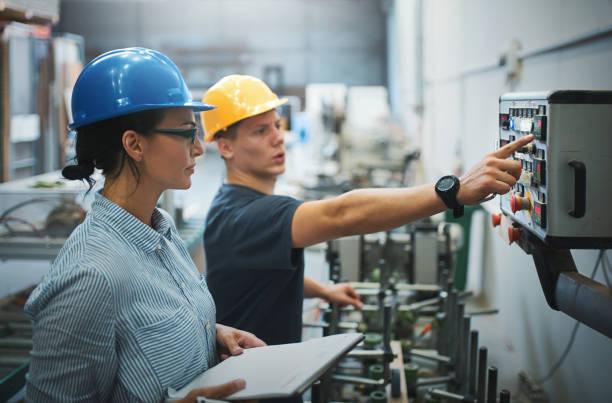 Überwachung der Produktionsanlage. – Foto