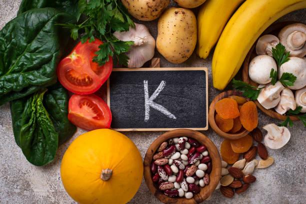producten die kalium bevatten. gezonde voeding-concept - kalium stockfoto's en -beelden