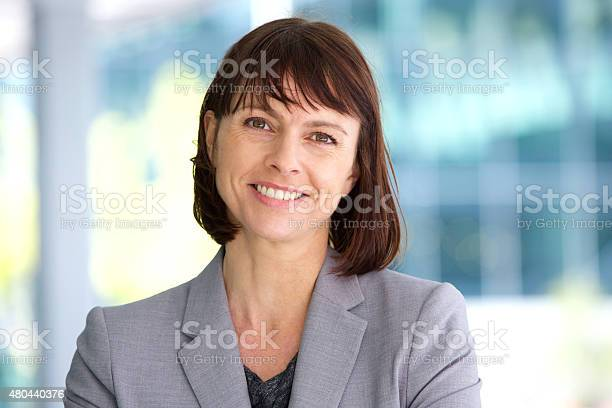 Professional business woman smiling outdoor picture id480440376?b=1&k=6&m=480440376&s=612x612&h=npzfymmbzzhx jc40xpihld4ing ey0wcj0onmpp8fg=