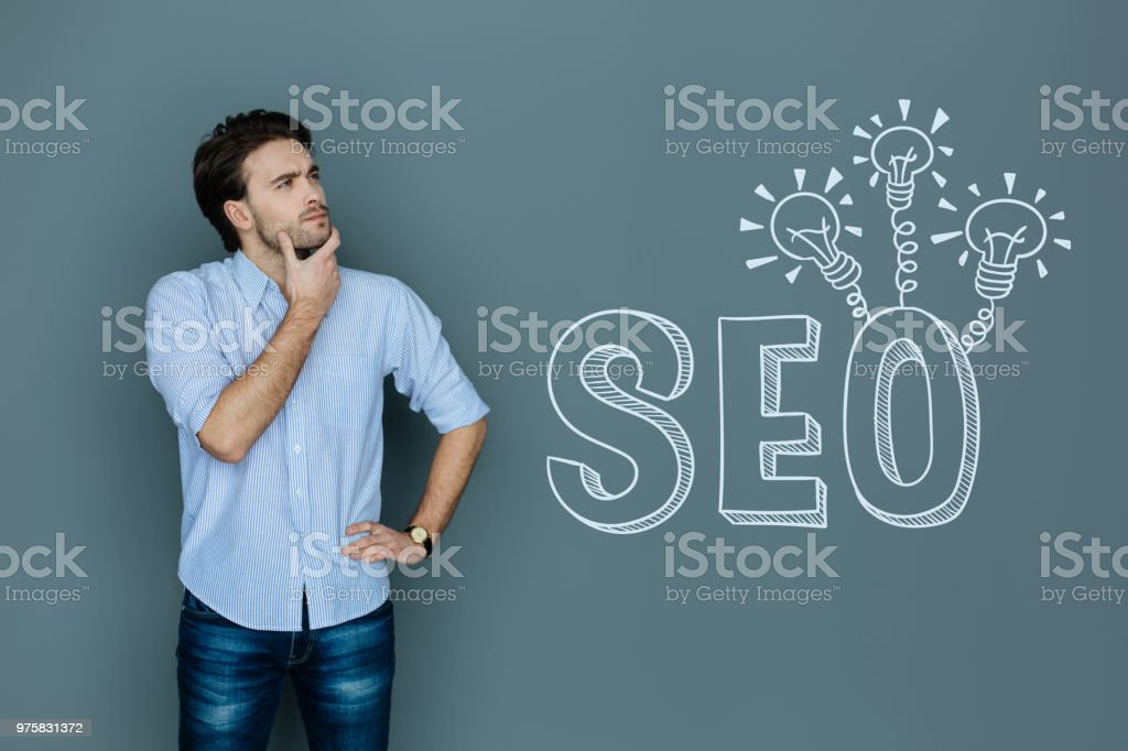 Professionelle Texter denken während der Arbeit mit SEO - Lizenzfrei Arbeit und Beschäftigung Stock-Foto