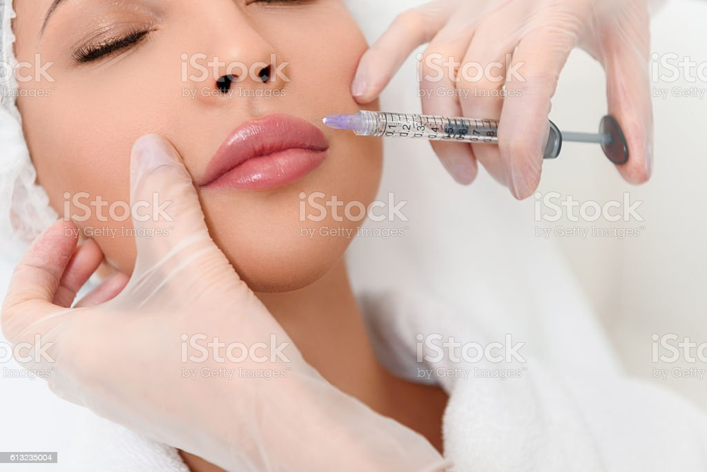 Professional cosmetologist making facial injection - foto stock