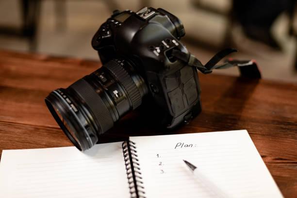Professionelle Digitalkamera mit Notebook für Plan – Foto