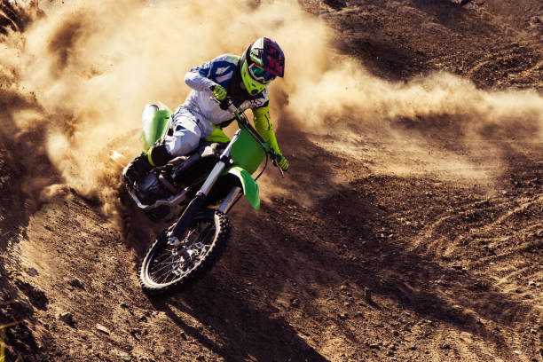 cavalier professionnel dirt bike - moto sport photos et images de collection
