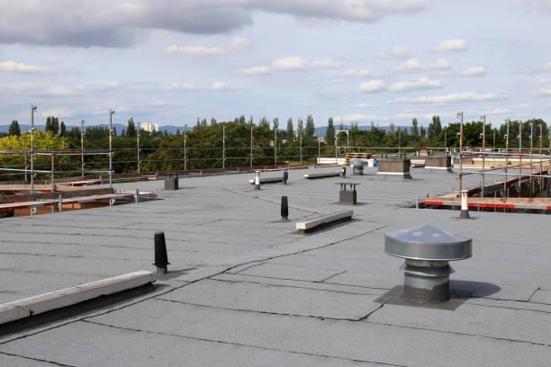 Professionelle Flachdachabdichtung eines großen Daches – Foto