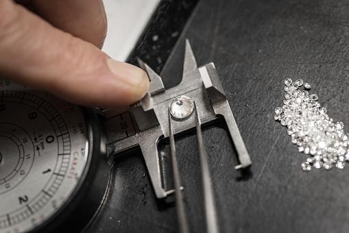 istock Professional gemstone settings jewellery craft laboratory: Choosing diamonds 823466136