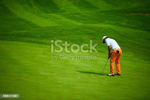 istock Professional Golf Putting 498424661