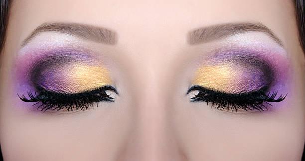professionelles make-up - lila augen make up stock-fotos und bilder