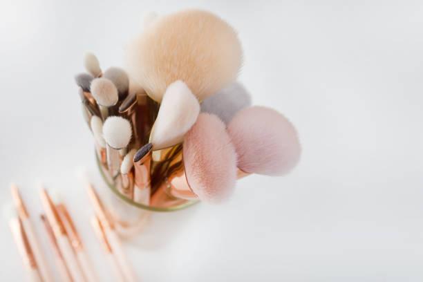professionelles make-up pinsel set - pastellstifte stock-fotos und bilder