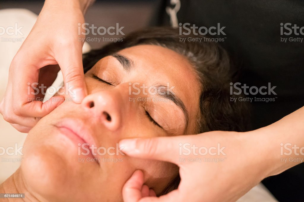 Professional Massaging Face photo libre de droits