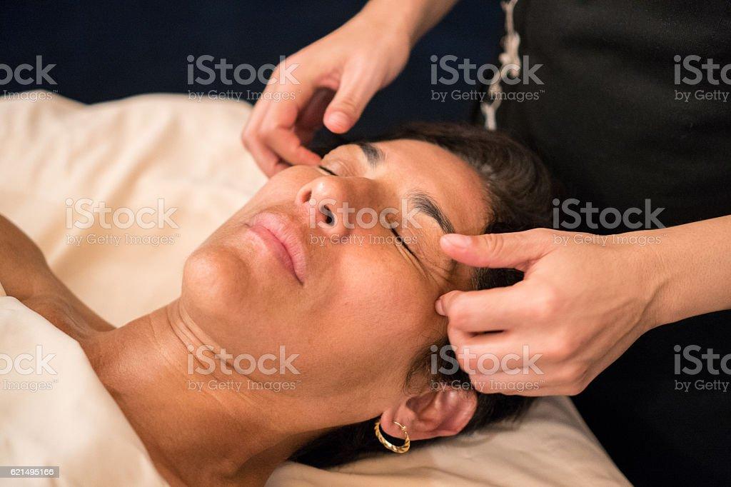 Professional Massaging Face photo libre de droits