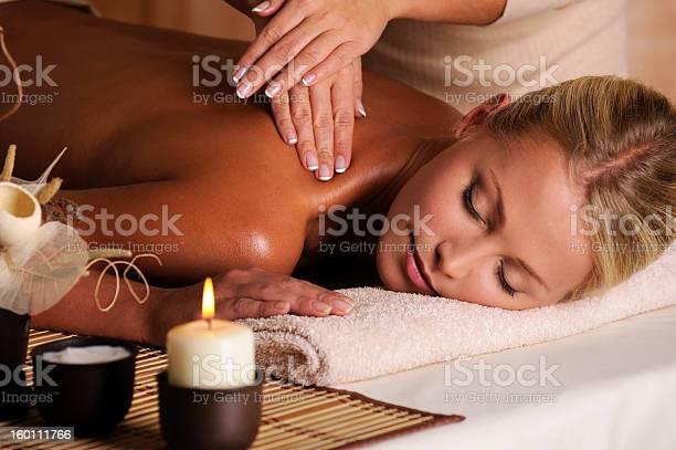 Professionellen Masseur Tun Massage Weiblichen Hals Von Stockfoto und mehr Bilder von Alternative Behandlungsmethode