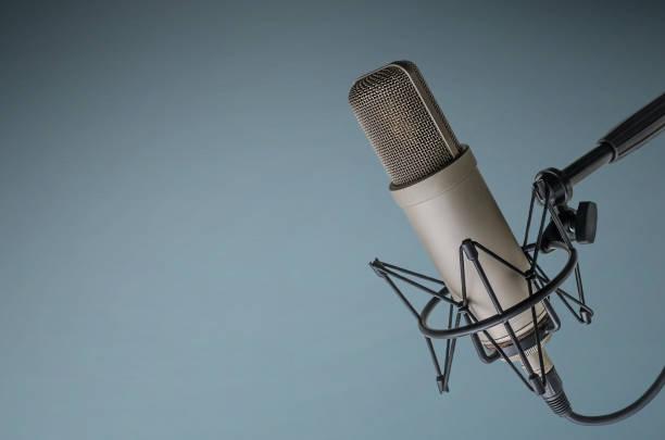 microphone professionnel - poste de radio photos et images de collection