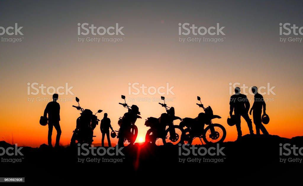 professioneller Motorradfahrer und Aufklärungs-Touren – Foto