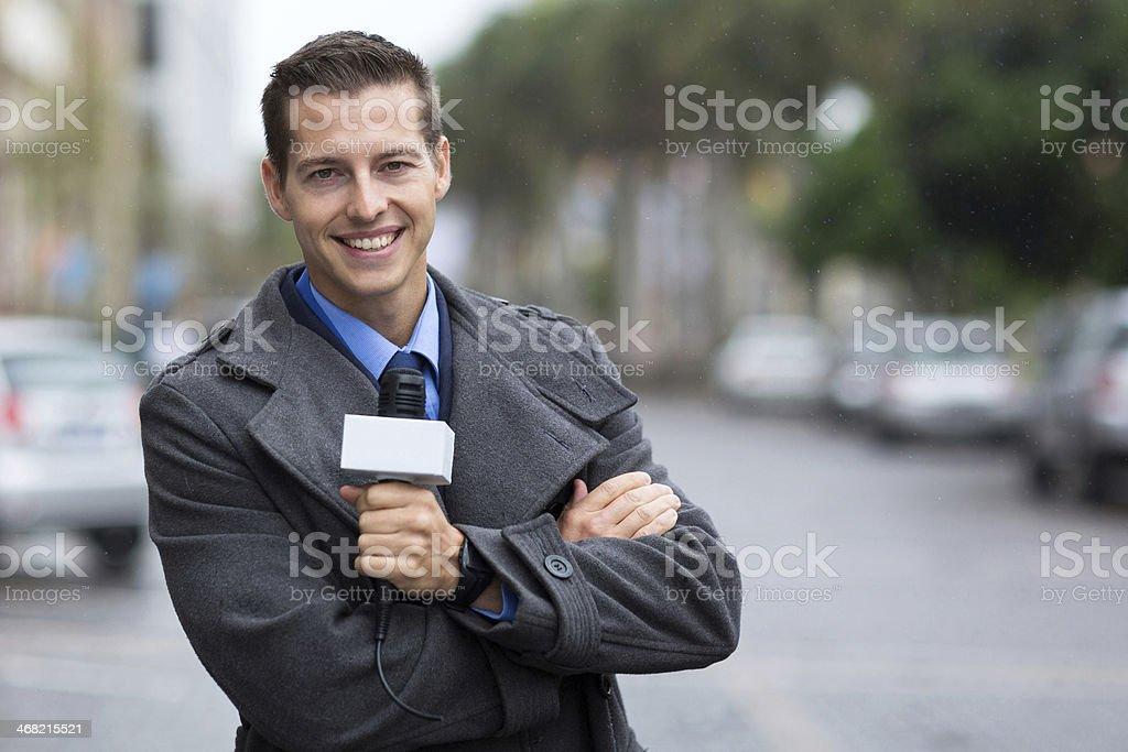 Profissionais de notícias repórter Retrato da cidade - foto de acervo