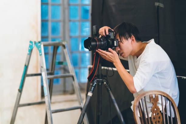 Professional photograher taking photos in his studio picture id1067279806?b=1&k=6&m=1067279806&s=612x612&w=0&h=zzsmymhke1b5ryblnprbkiv6futb0i8nersetgn3 rm=
