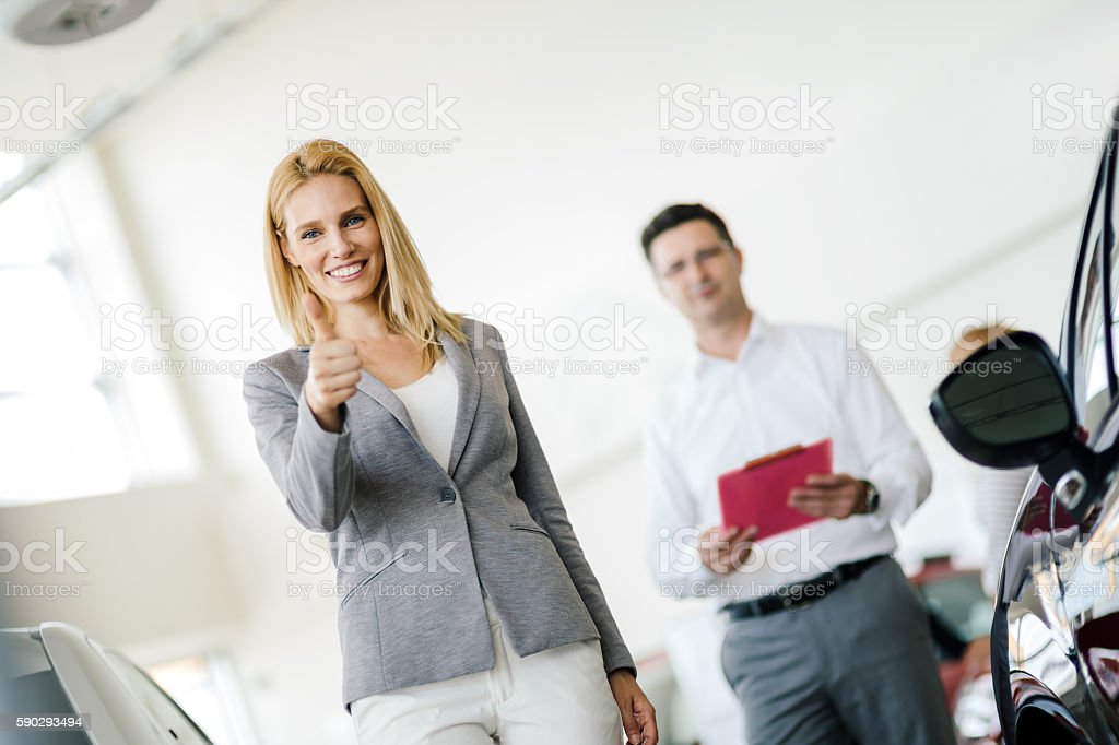 Professional salesperson in car dealership Стоковые фото Стоковая фотография