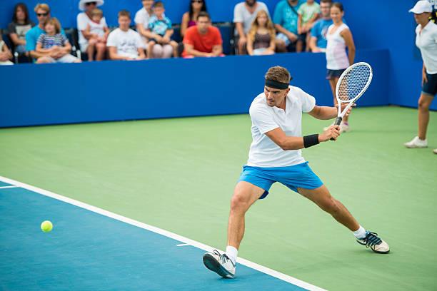 tenista profesional en acción - tenis fotografías e imágenes de stock