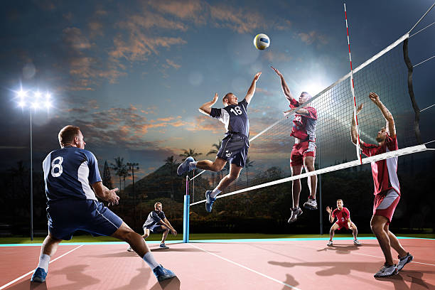 Professional volleyball players in action on the night court – Foto