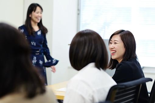 セミナーで専門職の女性 - 2018年のストックフォトや画像を多数ご用意