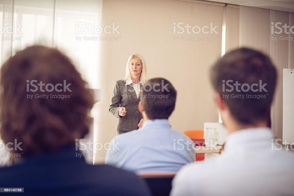 Professor en studenten in de klas royalty free stockfoto