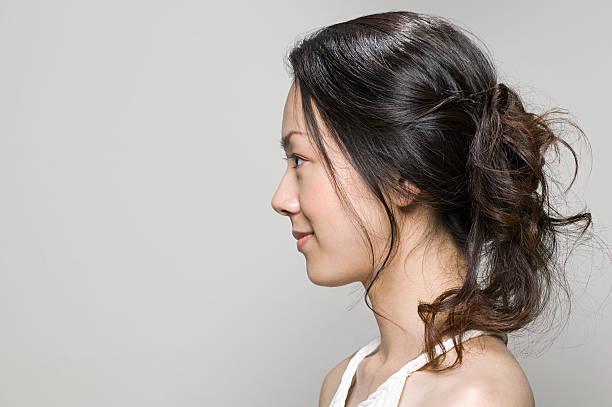 perfil de uma jovem mulher - vista lateral - fotografias e filmes do acervo